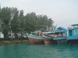 Ojek Kapal sedang bersandar di Pelabuhan Pulau Tidung