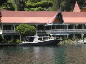 Boat Polisi di depan penginapan